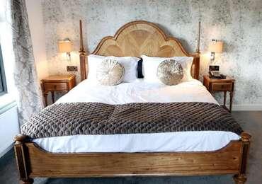**Weekend Package** Dinner Bed & Breakfast - Superior King Bedroom (NOT DOG FRIENDLY)