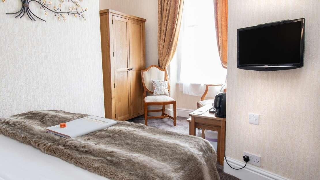 Room3.4.jpg_1534689825