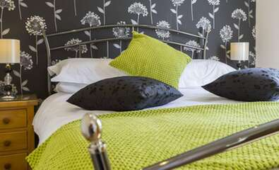 Acorn Double En-suite Room (inc. Breakfast)