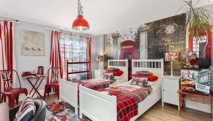 Executive Twin/Double or Triple Room London * (3 Adults)