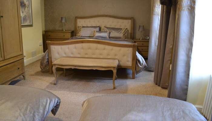 Room 5 (4 people sharing) Family En-suite Room (inc. Breakfast)