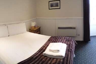 Single Superior Room With En-suite Bathroom