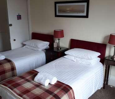 Twin En-suite Room with Garden View (inc. Breakfast)