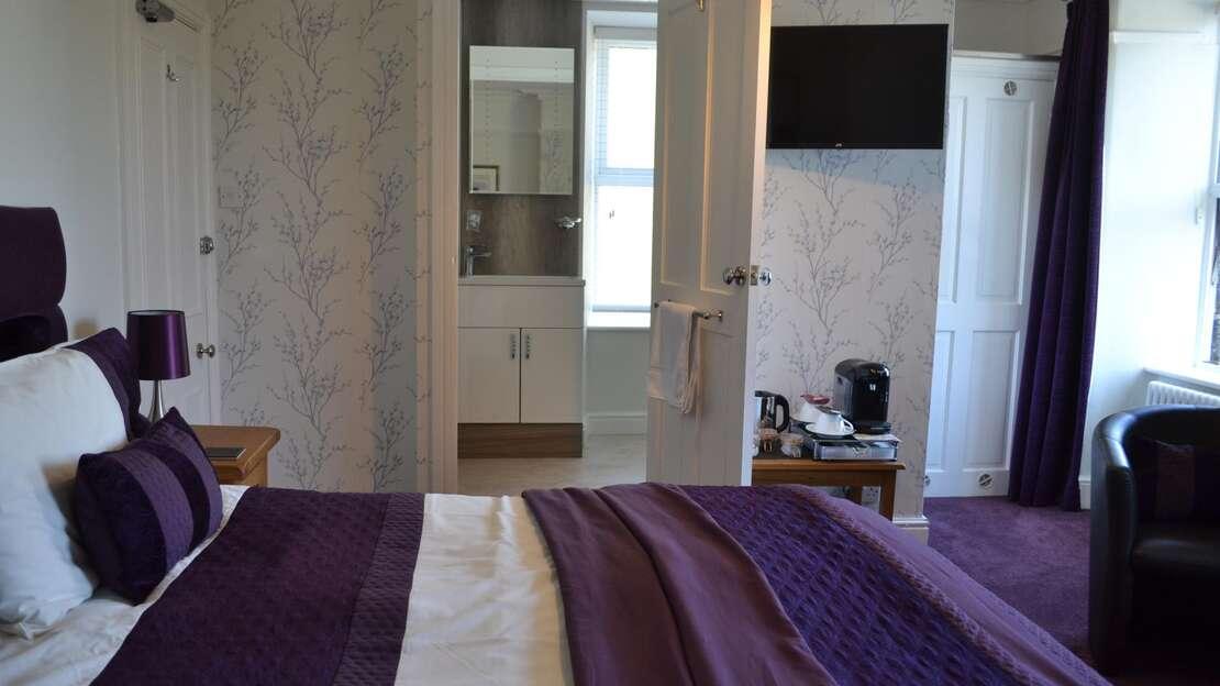 view of en-suite.JPG_1555072346