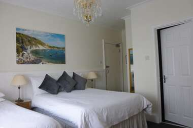 Double / Twin En-suite Room Including Breakfast