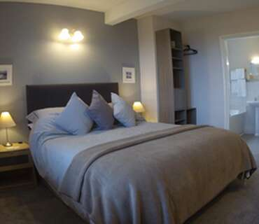 Kingsize En-suite Bath/shower With Private Balcony & Panoramic Harbour/sea Views (breakfast Inc)