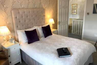 Double Room with Separate Private Bathroom (inc. Breakfast)
