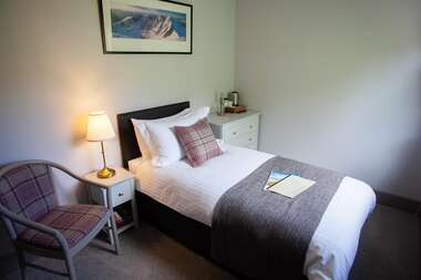 4. A Single En-suite Room with Garden view and Scottish Breakfast