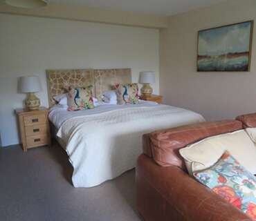 Garden Family Room With Super-king 6ft Bed and Single Bed ( inc breakfast )