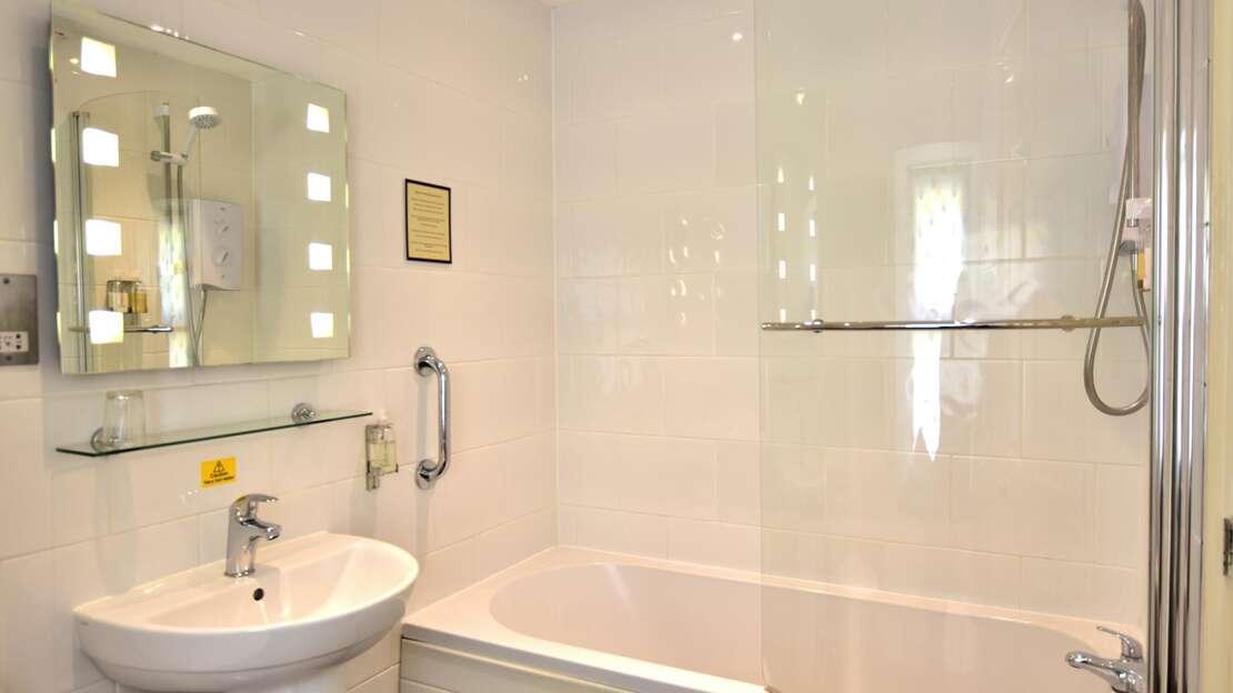Room 9 Bathroom.JPG_1562703010