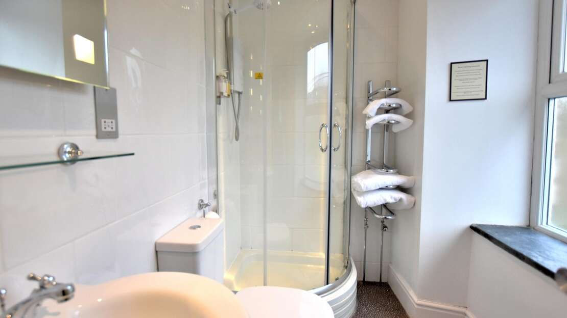 Room 5 Bathroom.JPG_1562704436