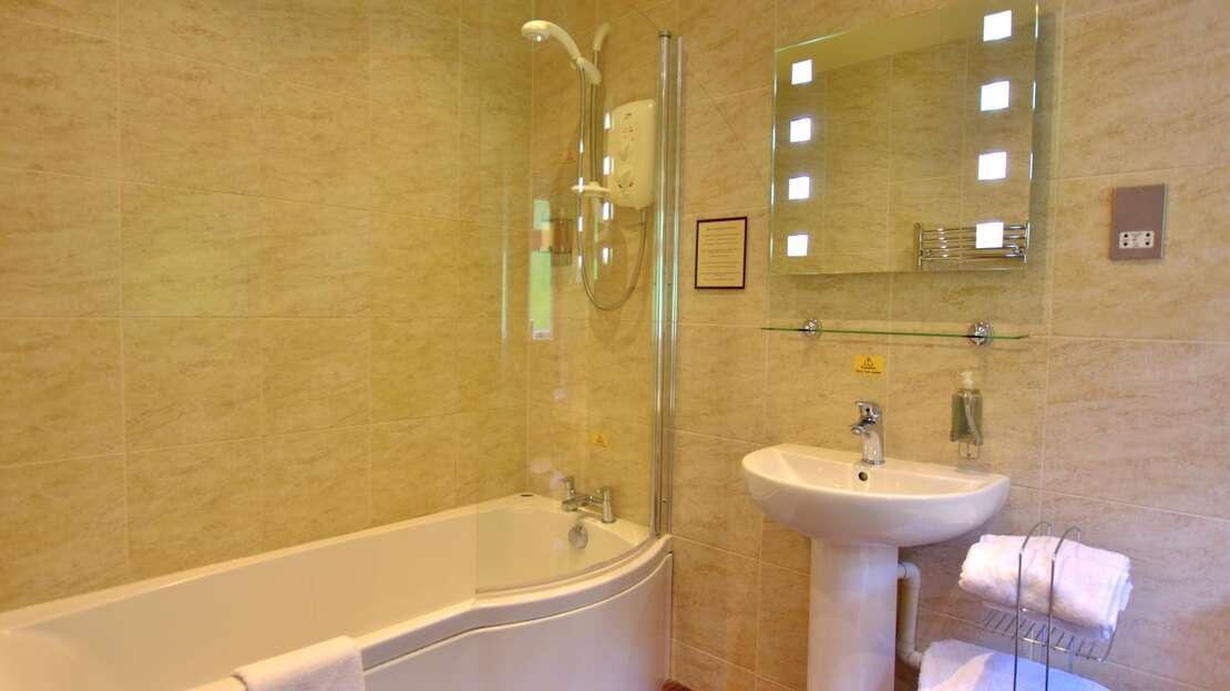 Room 11 Bathroom 2 June 19.JPG_1562706029