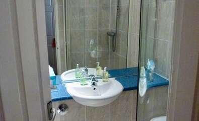 Five Bunk Bedded Ensuite Shower inc breakfast Room 14