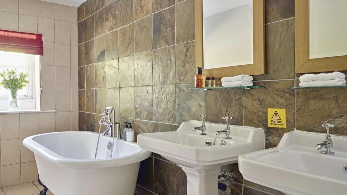 TAK-Room-Pen-Y-Ghent-Bathroom.jpg_1564860093