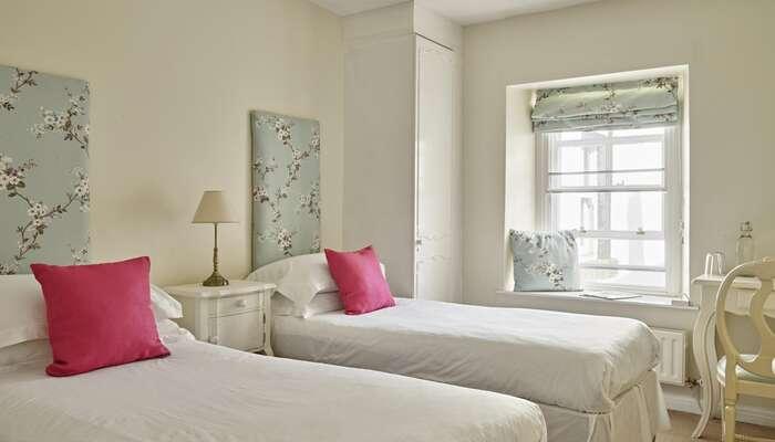 Twin En-suite Room (inc. Breakfast)