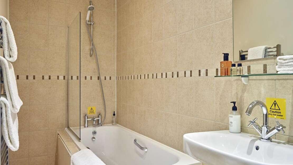 TAK-Room-Standard-Bath.jpg_1564860229