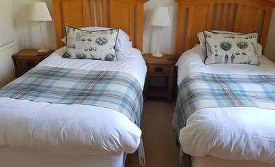 Twin En-suite Room (inc. Breakfast )