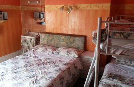 Room 4 Double + Bunks Shared Bathroom (4 Persons)