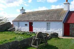 Mary-Ann's cottage - 01847 892303