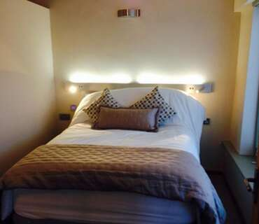 Luxury deluxe family 1 Bedroomed En Suite Apartment with 1 double bed first floor Kitch / Living are