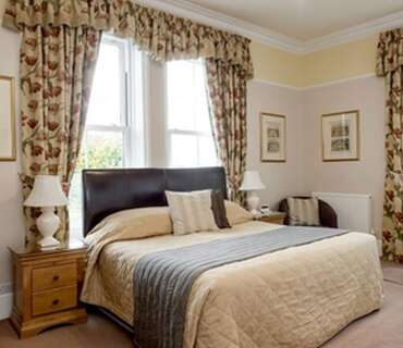 Room 5 Superior Single King BeddedEn-suite Room (inc. Breakfast)
