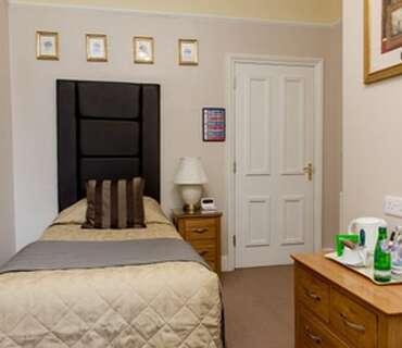 Room 4 Single En-suite Room (inc. Breakfast)