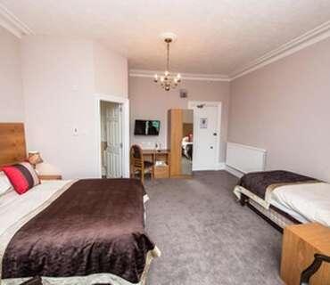 Large Double / Family En-suite Room(inc breakfast)
