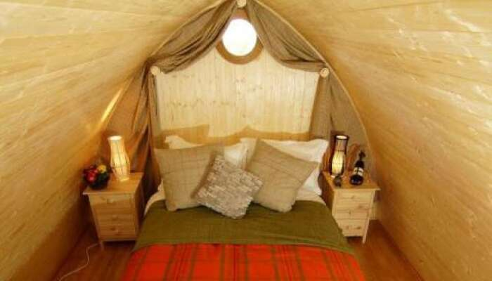 Enchanted Hideaway (Hobbit Hole)-family En-suite Room