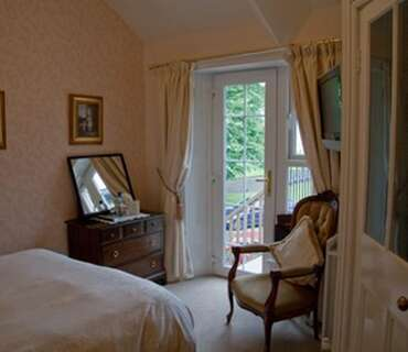 Smaller Double En-suite Room (inc. Breakfast)