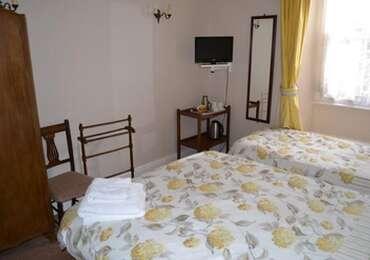 Room1.Family en-suiteroomwithbreakfast