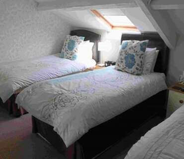 Triple En-suite Room5 (incl. Breakfast)