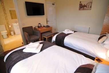 Twin en-suite room (Breakfast and Dinner)