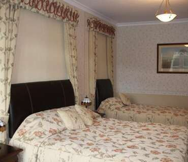 King Sized Double En-suite Room (inc. breakfast - 6)