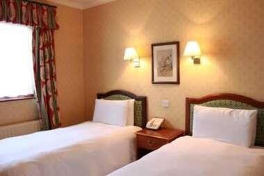 Standard Twin En-Suite Room