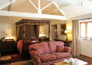 Advanced Purchase Jacobean Four Poster Suite inc Breakfast