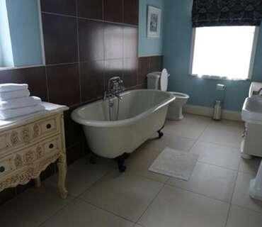Luxury Kingsize Room. Rolltop Bath. (inc Breakfast)