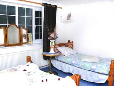Single En-suite Room only . FREE Parking up to 16 days