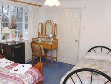 Twin En-suite Room only With Free Parking Up To 17 Days