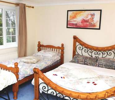 Triple Room En-suit . Room only and FREE Parking for daily stays