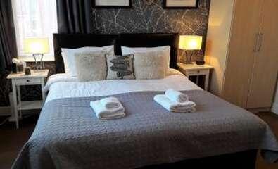 King Room En-Suite (2 adults)
