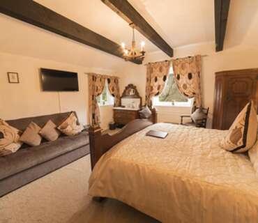 Lawyer's room - luxury triple en-suite