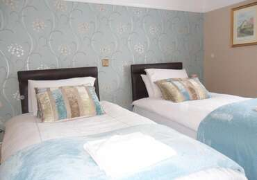 1.Superior Twin En-suite Room 1st Floor (inc Breakfast)