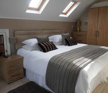 5.Super Kingsize Room En-suite 2nd Floor (inc Breakfast)
