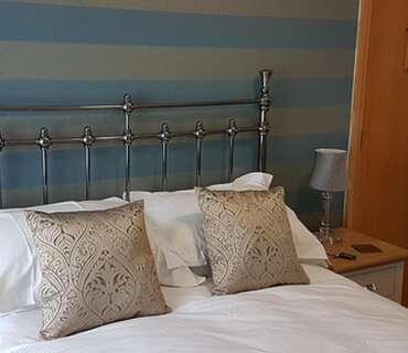 R2 - Standard Double En-suite Room(inc. Breakfast)
