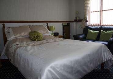 Ross Double En-suite Room (Room Only - Breakfast Not Included)