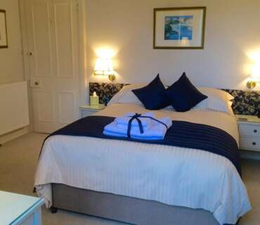 Cameron - Double En-suite Room with Breakfast