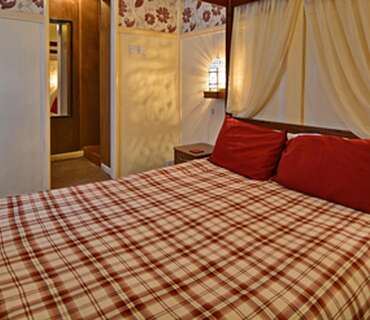 King Size Four Poster En-suite (room Only)