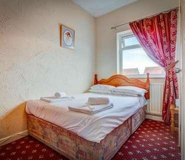 Budget Double En Suite Room (inc Breakfast)