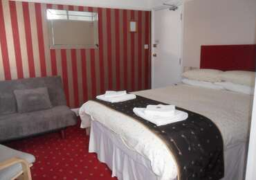2.Double En-suite 1st Floor (inc.breakfast)