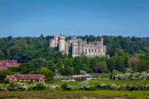 ARUNDEL CASTLE - Arundel, West Sussex (30 miles)